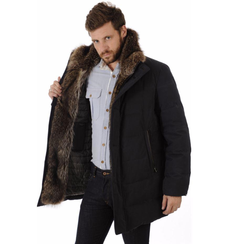 Homme en tenue chic et professionnelle avec une parka en fourrure
